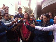 """Esposa de Daniel Ceballos: """"Denuncio el trato bajo e inhumano que tiene el gobierno con Daniel en Ramo Verde"""" pic.twitter.com/3WJ0epvPXc"""