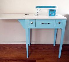 Most up-to-date Pic sewingtable sewing table Style An intense how-to for retrofitting an old sewing table. I'd love to not have to split desk space b Old Sewing Tables, Sewing Desk, Sewing Machine Tables, Sewing Cabinet, Vintage Sewing Machines, Sewing Rooms, Sewing Room Organization, Home Goods Decor, Idee Diy