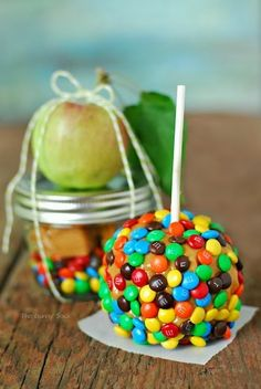 When we saw this latest post for a Caramel Apple in A Jar, courtesy of The Gunny Sack, we thought it would make for the perfect party favor this Fall. Whether it's a Fall birthday, wedding or Halloween party or Thanksgiving Day brunch with extended family, these would be terrific to hand out to guests. This Caramel Apple In A Jar would also be a fun party favor for a Carnival or Circus themed party too!