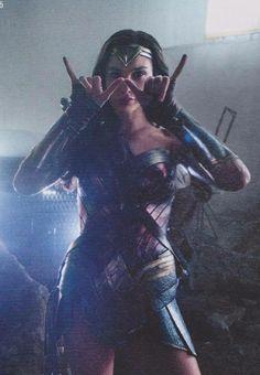 Wondy - ❤️ - Gal Gadot, as Wonder Woman in Justice League Wonder Woman Art, Gal Gadot Wonder Woman, Wonder Women, Chica Fantasy, Comic Kunst, Woman Movie, Batman Vs Superman, Dc Characters, Stan Lee