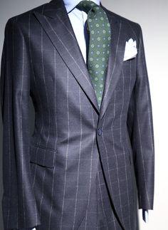 """Chalk windowpane plaid wool suit"""",new details for a new suit: a Peak lapel and one only button / Traje de lana cuadro ventana"""",nuevos detalles para un estilo nuevo: Solapa pico y un solo boton"""
