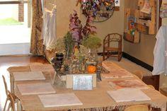 Beautiful nature-inspired provocations from Rosa Parks ECEC, a Reggio-inspired preschool. Reggio Emilia, Fairy Dust Teaching, Eco Kids, Sensory Table, Rosa Parks, Toddler Art, Nature Study, Preschool Art, Nature Prints