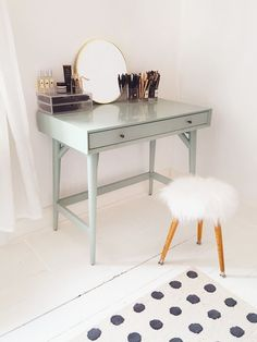 Adorable Makeup Table Idea 112