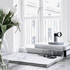 deco atelier: Sara Medina Lind lives here Scandinavian Living, Scandinavian Design, Scandinavian Interiors, Nordic Living, Nordic Design, Sofas, Interior And Exterior, Interior Design, Interior Decorating