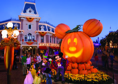 Come for some spirited fun for the whole family as The Happiest Place on Earth gets spookier during Halloween Time at the Disneyland Resort. #3DTC