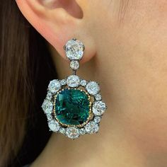 Incredible pair of Colombian emerald earrings is one of our highlights from the upcoming Magnificent Jewels sale in Hong Kong on Nov 27. #noclarityenhancement #nooil #emeraldearrings #christiesjewels #magnificentjewels #christiesasia Emerald Necklace, Emerald Jewelry, Gems Jewelry, Diamond Earrings, Jewelry Art, Women Jewelry, Jewelery, Colombian Emeralds, Art Nouveau Jewelry