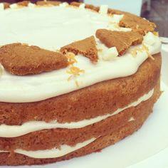 העוגה של אבא: עוגת שכבות תבלינים, לוטוס, שוקולד לבן ואייריש קרים
