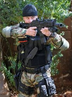 Alpha Two mit Kydex-Scheide bei den South African Police Special Forces Sexy Military Men, Military Photos, Military Weapons, Military History, Airsoft, Army Gears, Military Special Forces, Tac Gear, Special Ops