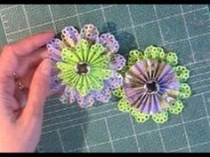 How to make Paper Rosette Flowers (& make TWO at the same time!) #paperflowers #paper rosettes