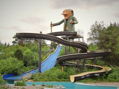 Le toboggan aquatique, exploration urbaine (urbex) en suède, un parc d'attraction abandonné