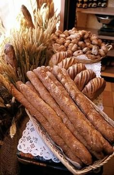 baguette, one of these days I have to go all French, and make some homemade bread French Bakery, French Food, Croissants, Bakery Display, Our Daily Bread, French Kitchen, Fresh Bread, Artisan Bread, Bread Rolls