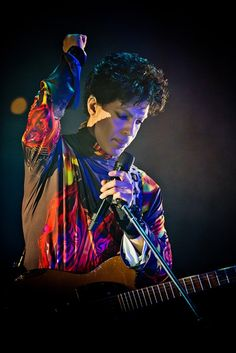 Prince performs in Chicago.