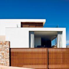 """""""Projeto de arquitetura de Valéria Contijo, Isabela Valença e Isabela Moura . Foto de @edgardcesar #arquitetura #fachada #casa"""""""
