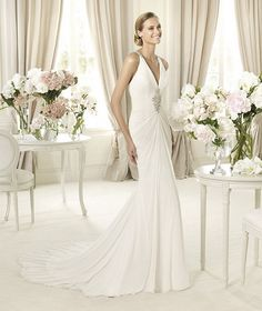 Pronovias-Fashion-2013-Wedding-Dresses-Collection_23