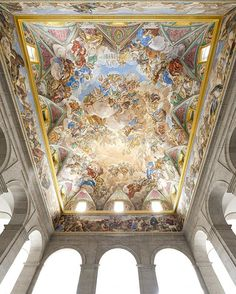 From the little proportions of La Casa del Labrador last Thursday to the palatial proportions of the Royal Monastery of San Lorenzo del Escorial. - The main staircase of the Royal Monastery of Escorial. Attributed to Giovanni Battista Castello it was modified by Juan de Herrera. The frescoes were painted by Pellegrino Tibaldi Luca Giordano and Luca Cambiaso: depicts The Battle of San Quintín and the foundation of the Royal Monastery. We can find the figure of Felipe II discussing the traces… Source Of Inspiration, Fresco, Fine Art, Antiques, Instagram Posts, Painting, Thursday, Labrador, Battle