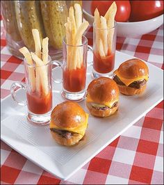 I don't usually love tiny food but I love a hamburger and fries in any size! Shower Appetizers, Mini Appetizers, Wedding Appetizers, Appetizer Recipes, Appetizer Ideas, Wedding Snacks, Wedding Catering, Shot Glass Appetizers, Wedding Receptions