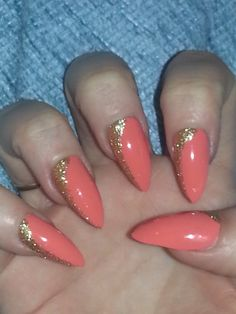 Stunning coral and gold glitter design perfect for summer message me to buy set of 24 nails xx