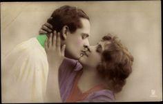 Max Dauthendey (1867-1918)    Immer neue Küsse gib    Küß mich auf den Mund, mein Lieb,  Immer neue Küsse gib.  Welkt am Weinstock Blatt um Blatt,  Man den Most im Keller hat.    Ach, das Leben ist versüßt  Dem, der sich durchs Leben küßt.  Wer verkennt des Jahres Zweck,  Dem nur schenkt der Herbst den Dreck.    Liebste, drück mir auf den Mund  Küsse wie die Blätter bunt,  Küsse wie der junge Most,  Und berauscht leb' ich getrost. Bunt, Berlin, Couple Photos, Couples, Basement, Autumn, Life, Couple Shots, Couple Pics