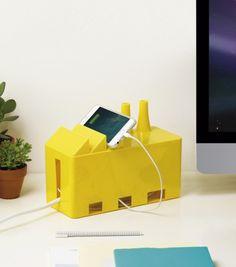 Tu peux enfin ranger les cables et prises de ton bureau, dans ta chambre, ton…