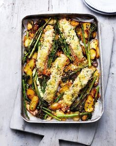 Tray roast salmon and vegetables with crème fraîche and crumbs. Midweek dinner couldn't be any easier than combining breadcrumb-coated salmon fillets with slice potatoes, broccoli and asparagus in one tray then popping it in the oven to bake. Baked Salmon Recipes, Seafood Recipes, Pasta Recipes, Soup Recipes, Healthy Recipes, Cooking Recipes, Budget Recipes, Salmon And Broccoli, Asparagus