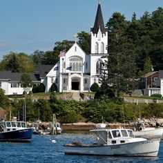 Our Lady Queen of Peace - Boothbay Harbor, Maine (where we go to Sunday mass) when we are in Boothbay~ Boothbay Harbor Maine, Great Places, Beautiful Places, Places To Travel, Places To Go, Cathedral Church, Old Churches, Christian Church, Place Of Worship