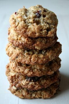 Cranberry Coconut Oatmeal Cookies- had something that looked and tasted like this at church picnic, YUMMY! Must try recipe. Cookie Desserts, Cookie Recipes, Dessert Recipes, Oatmeal Coconut Cookies, Oatmeal Craisin Cookies, Cranberry Cookies, Galletas Cookies, Breakfast Cookies, Wrap Recipes
