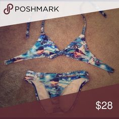 Bathing suit Arizona bathing suit top and bottom both size small Hawaii themed Arizona Jean Company Swim Bikinis