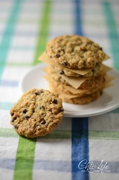 A new cookie has taken the lead as my favorite cookie – oatmeal chocolate chip. The old favorite was chocolate chip. I know, it's not much of a difference. And yet, that simple addition…