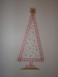 Would be nice to make a christmas tree on the wall and then fill it with washi tape guirlande and tape little christmas decorations on the wall with washi tape...