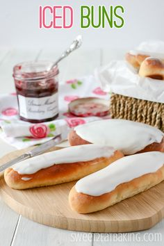 These iced buns make the perfect afternoon treat. Beautifully fluffy sweet bread covered with lemon glacé icing. These iced buns can be made in advance and filled when serving, or enjoy as they are. Great Desserts, Dessert Recipes, No Carb Bread, Bread Carbs, Iced Buns, Dough Ingredients, Bun Recipe, Icing Recipe, Easy Eat