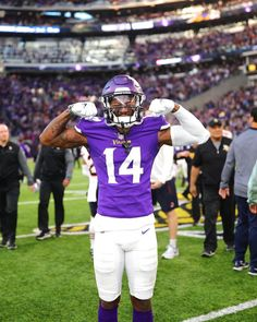 I hope you don't think you no bully Nfl Football Players, Football Pictures, Football Helmets, Stefon Diggs, Minnesota Vikings Football, Purple Reign, Hypebeast, Iphone Wallpaper, Swag