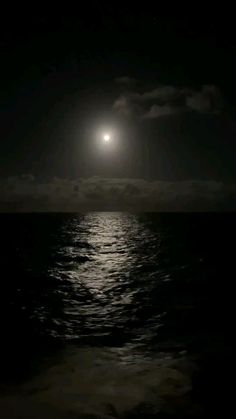 Dark Photography, Night Photography, Landscape Photography, Beautiful Photos Of Nature, Beautiful Nature Wallpaper, Night Aesthetic, Nature Aesthetic, Photographing The Moon, Night Sky Photos