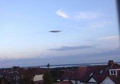 UFOLOGIA - OVNIS ONTEM: OVNI / UFO é fotografado no Reino Unido