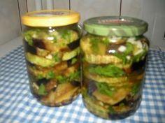 Reteta culinara Vinete si dovlecei cu usturoi pentru iarna din categoria Conserve. Cum sa faci Vinete si dovlecei cu usturoi pentru iarna