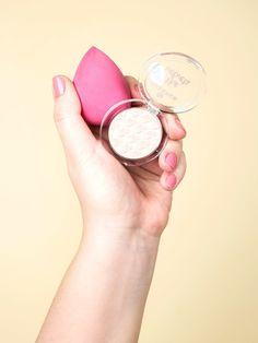 Der Beautyblender gehört zu den absolute Beauty-Must-Haves. 10 Tipps, wie du ihn vielseitig verwenden kannst.