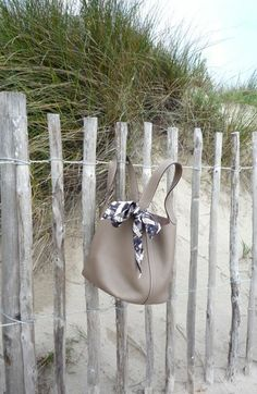 A cloudy day on the beach Hermes Paris, Travel Wardrobe, Hermes Handbags, Cloudy Day, Family Day, Bucket Bag, Purses And Bags, Tote Bag, My Style