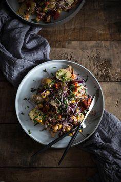 Ensalada de patatas, pimientos, chorizo y maiz is een soort van ensaladilla rusa maar dan net even anders. Met een lekkere chorizo olie.