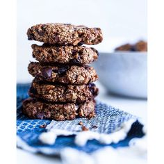 Choco & Sultana Cookies. Get this #recipe and 65+ more Cookie Recipes on https://feedfeed.info/cookies?img=1199613 #feedfeed