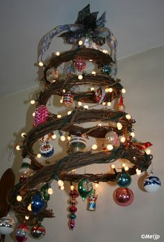 Grapevine Spiral Tree 2012~with Vintage Family Ornaments