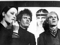 Jane Forth, Paul Morrissey und Andy Warhol vor dem TRASH-Filmplakat, München, 1971, Edition Leo Weisse © Galerie Krätz/ 2012.