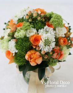白グリーンオレンジのクラッチブーケ  @アニヴェルセル立川 ys floral deco