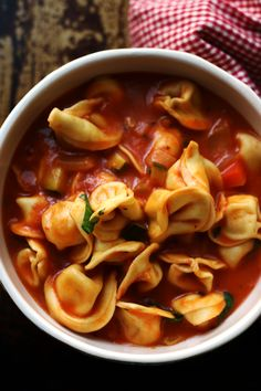 easy 6 ingredient one pot tortellini primavera soup Preparing fresh wholesome food for your family doesn't have to be hard! This 6 ingredien. Healthy Vegetarian Meal Plan, Vegetarian Recipes, Yummy Recipes, Queso Feta, One Pot, A Food, Food Processor Recipes, Meal Planning, Stuffed Peppers