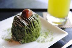 「寿月堂 銀座 歌舞伎座店」は、1854(安政元)年創業の海苔の老舗「丸山海苔店」が、日本文化の美しさと茶の心を世界に広めるために立ち上げた日本茶専門店です。世界的な建築家・隈研吾氏が手がけた穴場の喫茶ルームで、抹茶スイーツを味わってみませんか?