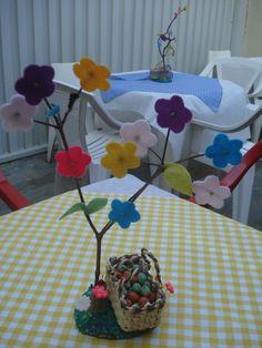 folhas e flores de feltro, sacola de palha...vamos ao picnic!!!!