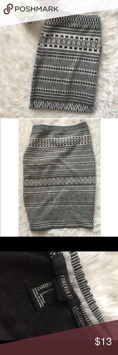Forever 21 Fun Black & White Print Skirt Preloved Fun Aztec Print in black and white, Midi knee length Skirt. Forever 21 Skirts Midi