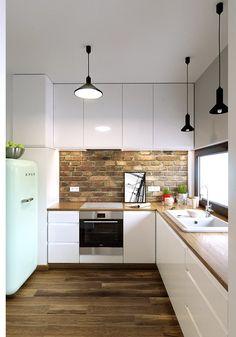Galley Kitchen Design, Simple Kitchen Design, Kitchen Room Design, Kitchen Layout, Home Decor Kitchen, Interior Design Kitchen, Modern Kitchen Interiors, Kitchen Cabinet Styles, Cuisines Design
