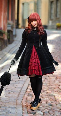 I love the gothic lolita style