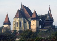 The most beautiful pictures of Romania: Fortress Church Biertan Travel Around The World, Around The Worlds, Places Worth Visiting, Spooky House, Fantasy Castle, Cathedral Church, Central Europe, Place Of Worship, Macedonia