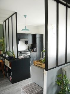 iI know this is a kitchen setting, but having these long frostedwindow-pane like windows for the walls of the walk in shower would be cool Kitchen Interior, Interior Design Living Room, Kitchen Design, Kitchen Decor, Home Office Design, House Design, Interior Windows, Deco Design, Home Staging