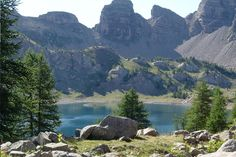 Merveilleux lacs de montagne. Jewel of the Mercantour National Park, Allos Lake , perched at 2220 meters, is the largest natural mountain lake in Europe.